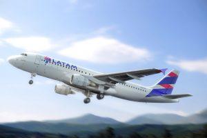 LATAM Airlines Perú firmó convenios con escuelas de aviación para preparar a jóvenes peruanos