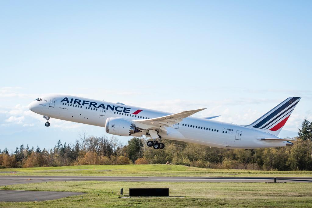 Aterriza en barcelona el primer boeing 787 de air france for Oficinas air france barcelona