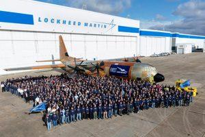Lockheed Martin lanza el primer LM-100J Super Hércules para carga comercial