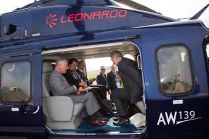Leonardoproporciona el helicóptero para la gira del príncipe de Gales por Italia