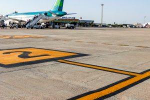 El Aeropuerto de Murcia-San Javier renueva la señalización horizontal