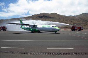 """Binter bautiza su nuevo ATR 72-600 con el nombre """"Virgen de los Reyes"""""""