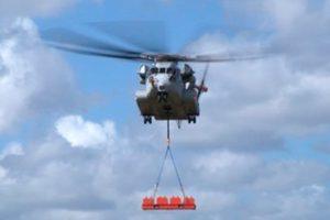 El Sikorsky CH-53K levanta una carga externa de 16 toneladas en vuelo (video)