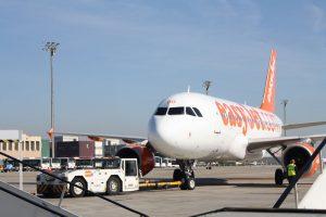 "EasyJet dispone en Barcelona de ""handling"" propio."