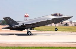 El Pentágono y Lockheed Martin entregan el F-35 número 300