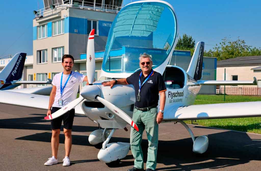 PS28, Flyschool