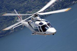Leonardo amplia su presencia en Filipinas con la entrega de dos helicópteros