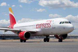 Iberia Express renueva su carta menú