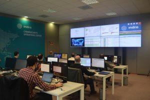 Indra refuerza la ciberseguridad en el control de tráfico aéreo