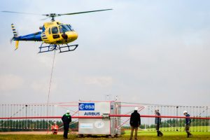 La antena radar de la misión JUICE se prueba con un helicóptero