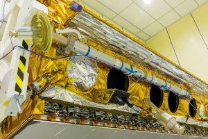 EL JEMAD visita el satélite PAZ antes de su lanzamiento