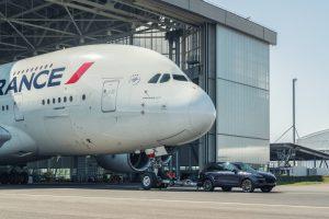 Un Porsche Cayenne remolca un Airbus A380 de Air France, logrando un nuevo récord mundial
