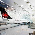 El primer A220 de Air Canada sale del hangar de pintura