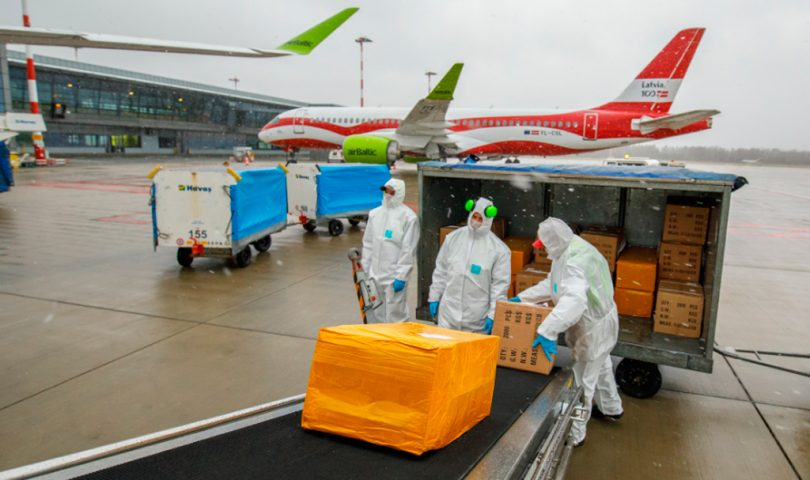airBaltic, carga, mascarillas