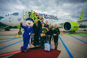 airBaltic recibe al pasajero 1 millón del Bombardier CS300