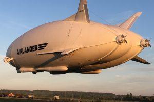 El Airlander 10 realiza un vuelo de 180 minutos con éxito