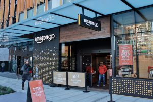 Amazon estudia implementar en aeropuertos su tienda sin cajeros