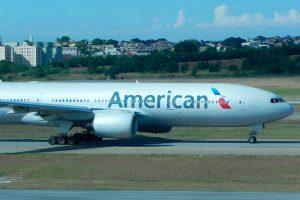 American Airlines deja de aceptar efectivo en México
