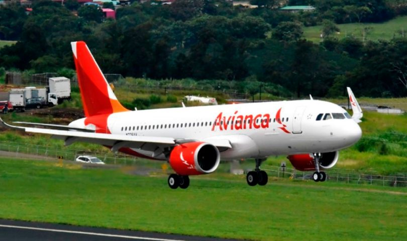 Avianca, avión, despegue