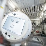 CIMON-2 emprende su camino a la ISS