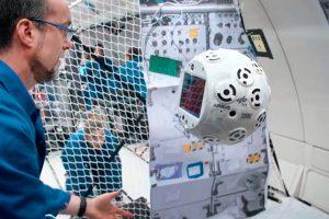 CIMON, el sistema asistente de astronautas para la ISS, se pone a prueba