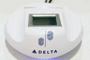 Delta Biometrics presenta el registro con huella digital en 50 Delta Sky Clubs