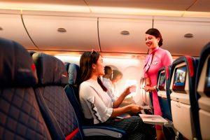 Delta elimina los plásticos de un solo uso a bordo de sus aviones