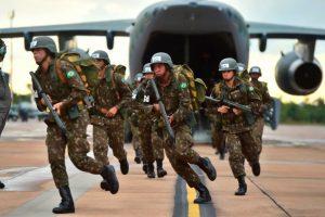 El KC-390 supera las pruebas de evacuación y desembarco de tropas
