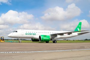 Widerøe realiza el primer vuelo comercial de un E190-E2