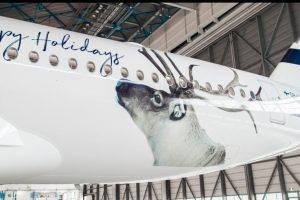 Finnair decora cuatro de sus aviones con la imagen de un reno por Navidad