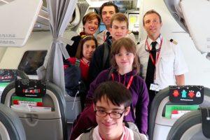 Chicos de la fundación Down vuelan a Londres con Iberia Express por Halloween