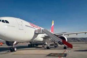 """Iberia recibe un nuevo A330 al que bautiza """"Santo Domingo"""""""