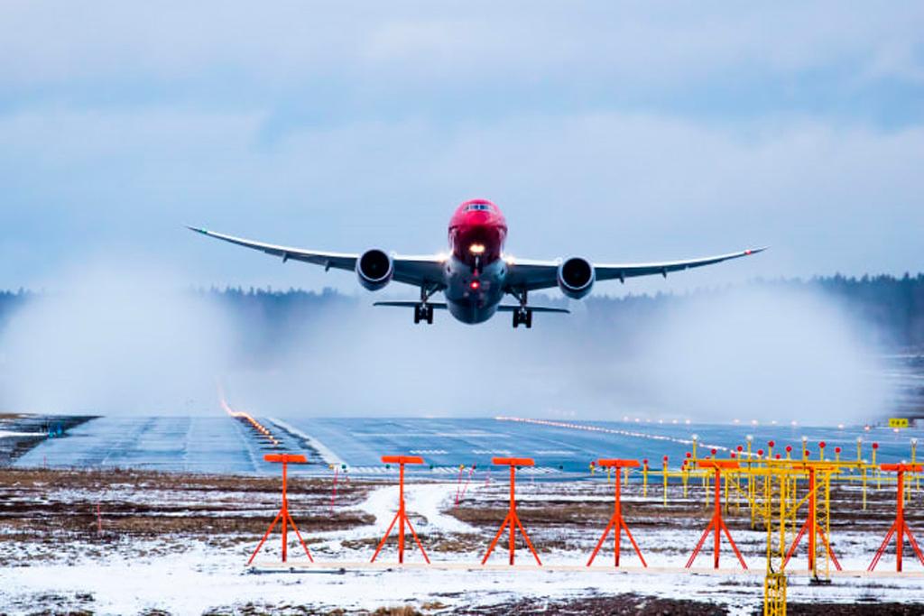 Norwegian, Avión