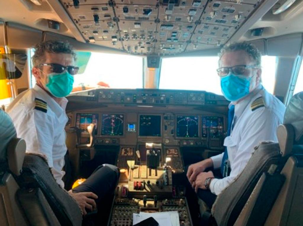 pilotos con mascarillas, pilotos con tapabocas, pilotos con barbijos