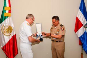 """Secretarios de Defensa Nacional y Marina reciben condecoración de la """"Orden del Mérito de Duarte, Sánchez y Mella"""""""