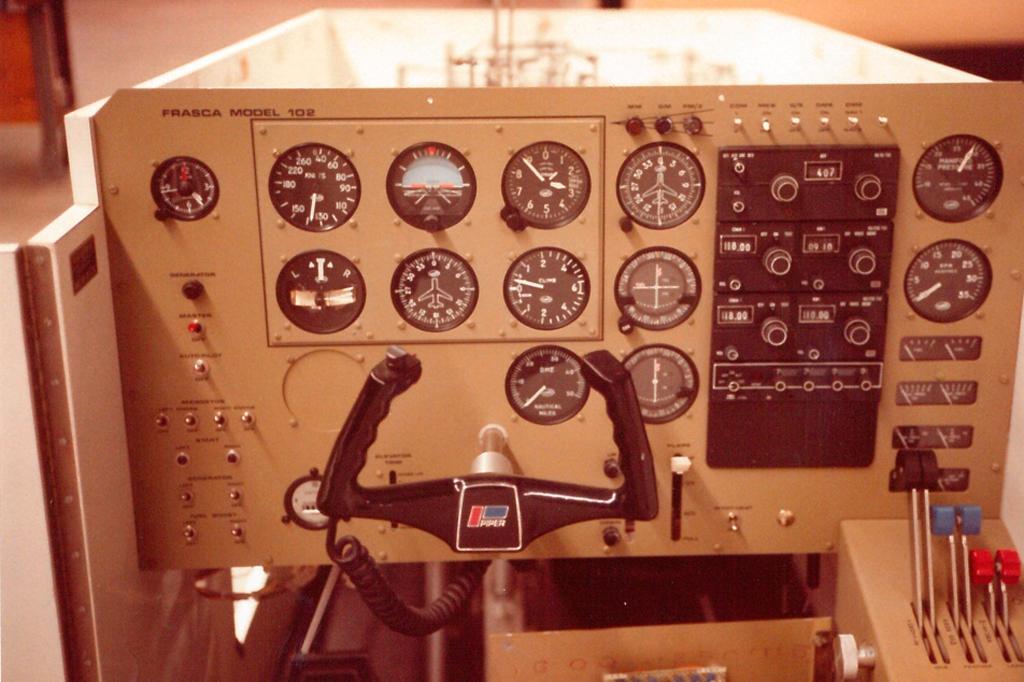 Simulador, Frasca, Frasca Model 102