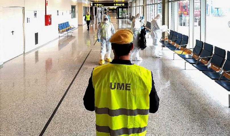 UME, Aeropuerto