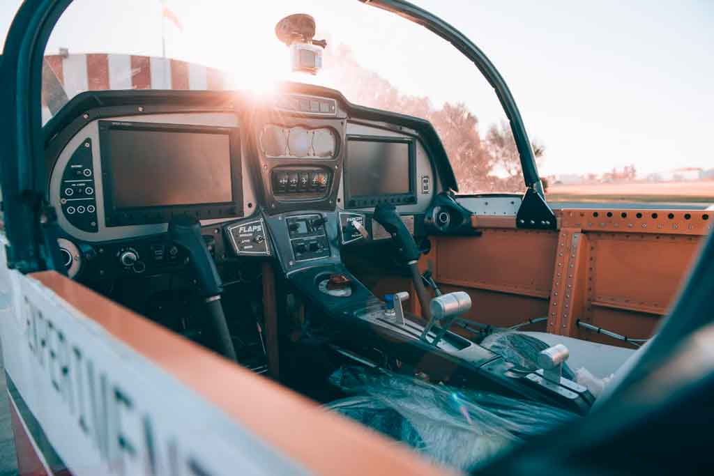 Waman, Aerosun, cockpit